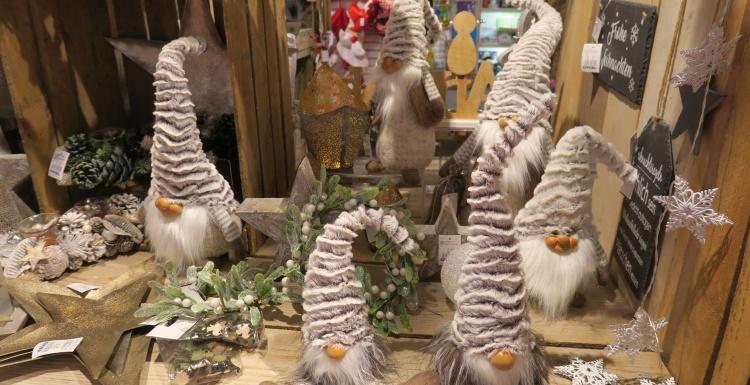 Weihnachtsdeko Laden Berlin.Weihnachtsdekoration Gestalten Sie Ihren Laden Farbenfröhlich
